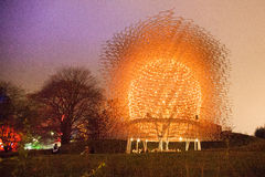 Colmena de la abeja de los jardines de Kew en la noche Imágenes de archivo libres de regalías