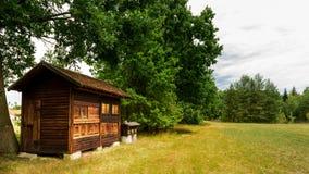 Colmenar de madera del vintage con las colmenas Foto de archivo libre de regalías