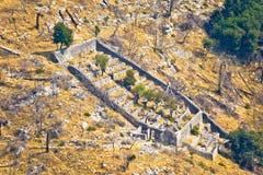 Colmenar de piedra en el barranco de Pustinja Blaca Foto de archivo