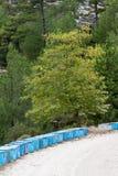 Colmenas azules en el campo en Thassos Foto de archivo