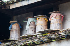 Colmenas de madera en el aire libre Imagenes de archivo