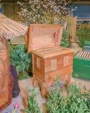 Colmenas de madera para las abejas activas de la miel con el marco de la colmena Fotografía de archivo libre de regalías