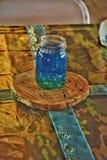 Colocação da tabela do frasco de pedreiro para o casamento imagem de stock royalty free