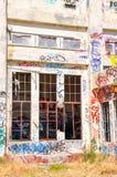Colocação de etiquetas do alfabeto: Casa abandonada do poder Fotografia de Stock