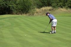 Colocação do jogador de golfe Fotos de Stock Royalty Free