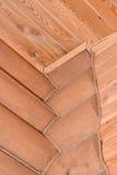 Colocação Timbered da casa de madeira Fragmento de um canto e de um ce Imagem de Stock