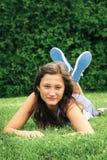 Colocación adolescente en una hierba Fotografía de archivo libre de regalías