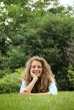 Colocación adolescente en una hierba Foto de archivo libre de regalías