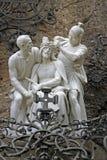 Colocación de la corona de espinas en la cabeza de Jesús, estatua cerca de la abadía benedictina Santa Maria de Montserrat, balne Fotos de archivo libres de regalías