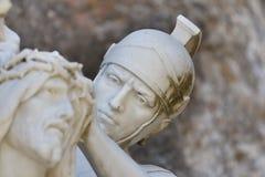 Colocación de la corona de las espinas Jesús del hombre romano Fotos de archivo libres de regalías