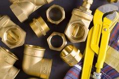 Colocaciones de cobre amarillo con la llave Foto de archivo libre de regalías