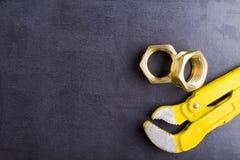 Colocaciones de cobre amarillo con la llave Fotografía de archivo libre de regalías