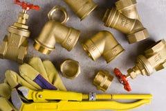 Colocaciones de cobre amarillo con la llave Fotos de archivo libres de regalías