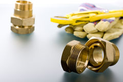 Colocaciones de cobre amarillo con la llave Fotografía de archivo