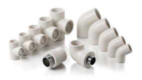 Colocaciones del PVC de la tubería aisladas en el fondo blanco imágenes de archivo libres de regalías