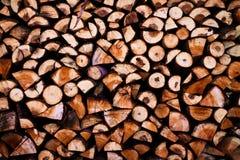 Colocando a madeira na vila imagens de stock royalty free