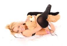 Colocando a menina com um urso do brinquedo Fotos de Stock Royalty Free