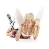 Colocando o blonde do anjo da roupa interior mim Fotografia de Stock Royalty Free