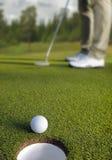 Colocação do jogador de golfe Fotografia de Stock Royalty Free