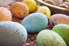 Colofrul Easter jajka czekać na zjadacza obraz stock