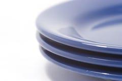 coloful απομονώστε τα πιάτα σωρών Στοκ Φωτογραφίες