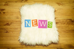 Coloful hängande nyheternaetiketter royaltyfri illustrationer
