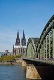 cologne собора моста hohenzollern стоковое фото rf
