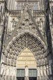 Cologne, Allemagne - 7 avril 2018 : Portail d'entrée principale de cathédrale de Cologne photographie stock