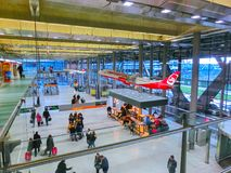 Cologne, Allemagne - 12 décembre 2017 : La vue intérieure de l'aéroport de Cologne Bonn Image libre de droits