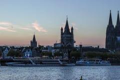 COLOGNE, ALLEMAGNE - 6 OCTOBRE 2018 : Vue aérienne Cologne au-dessus de bateau de croisière à Cologne image libre de droits