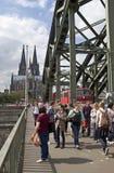 Cologne bro och domkyrka royaltyfri bild