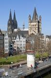 Cologne domkyrka över Rhen Arkivfoto