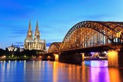 Cologne domkyrka och Hohenzollern bro Royaltyfria Foton