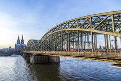 Cologne domkyrka och horisont royaltyfri bild