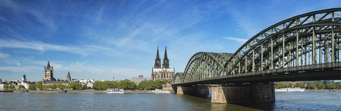 Cologne domkyrkapanorama, Tyskland royaltyfria bilder