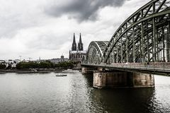 COLOGNE, GERMANY - AUGUST 26: Hohenzollern Bridge, the Cologne Cathedral and the river rhine on August 26, 2014 in Cologne, German Stock Images