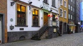 COLOGNE/GERMANY - Marzec 2019: Gastronomiczna ulica i domy w dziejowym Altstadt Kolonia blisko Heumarkt lub centralnym mieście zdjęcie royalty free