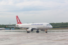 COLOGNE, GERMANY - MAY 12, 2014: Turkish Airlines Airbus A320 at Royalty Free Stock Photography