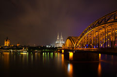 Cologne la nuit Photo libre de droits