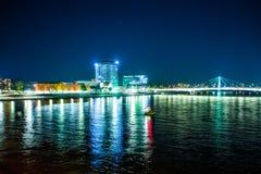 Cologne le long de rivière le Rhin, Allemagne Vue de nuit Photo de voyage pour des cartes postales photo libre de droits