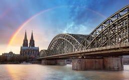 Cologne med regnbågen, Tyskland royaltyfria foton