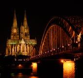 Cologne par nuit Photos libres de droits