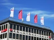 Cologne turisbyråer med flaggor på taket Fotografering för Bildbyråer