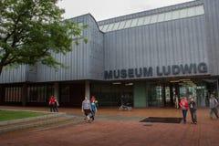 Cologne Tyskland - Augusti 13, 2011: Museum Ludwig i Cologne, Ge Arkivfoto
