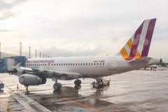 COLOGNE TYSKLAND - MAJ 12, 2014: Germanwings flygbuss A319-300 på Arkivbild