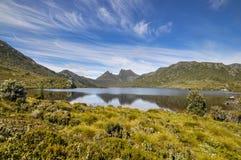 Colomba del lago e montagna della culla Immagini Stock