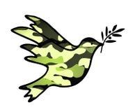 Colomba di pace, soluzioni pacifiche di simbolo di compromesso con il modello militare Fotografia Stock Libera da Diritti