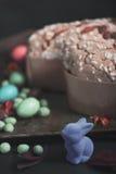 Colomba włoszczyzny słodki tort, Easter królik, confetti, jajka dla Easter świętowania Zdjęcia Stock