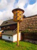 Colombaia di legno d'annata in museo all'aperto rurale immagini stock
