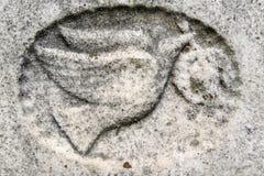 colombe de bas-relief de pierre tombale de 19ème siècle Images stock